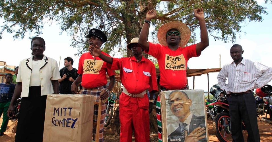 6.nov.2012 - Comediantes do vilarejo de Nyangoma Kobelo (430 km a oeste de Nairóbi), no Quênia, fazem uma simulação da eleição presidencial norte-americana entre o presidente e candidato à reeleição, Barack Obama, e o candidato republicano à presidência dos Estados Unidos, Mitt Romney. O vilarejo é o mesmo onde o pai de Obama foi criado. Nesta terça-feira é dia de eleição presidencial nos Estados Unidos