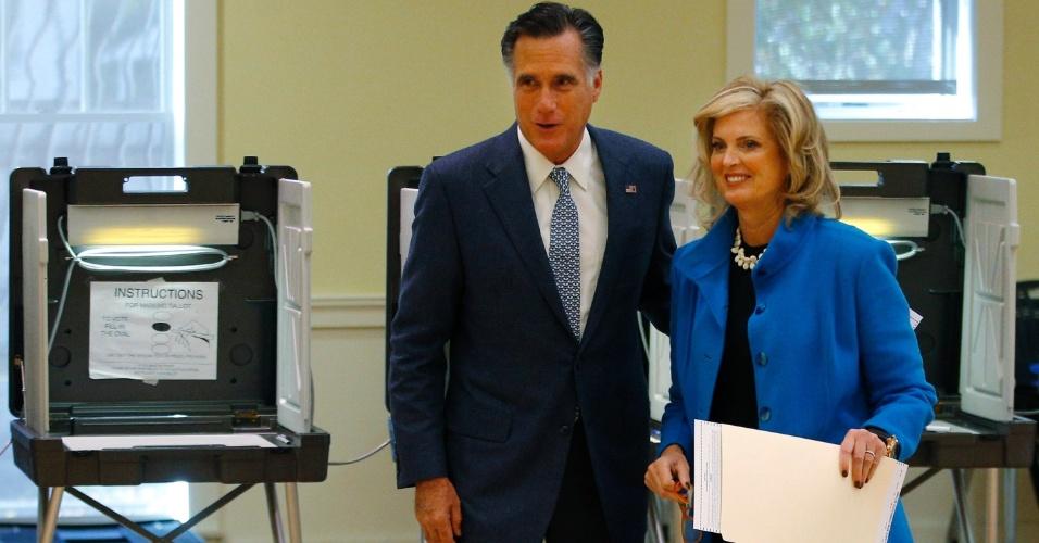 6.nov.2012 - O candidato republicano à Presidência dos Estados Unidos, Mitt Romney, e sua mulher, Ann Romney, votaram nesta terça-feira, dia da eleição presidencial nos Estados Unidos, em Belmont, Massachusetts (EUA). Quando perguntado sobre em quem havia votado, Romney disse:
