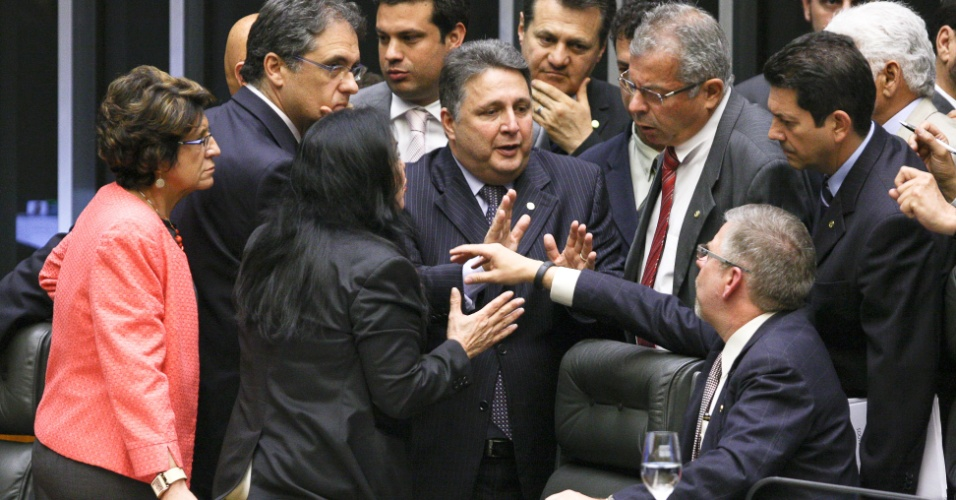 6.nov.2012 - O plenário da Câmara dos Deputados aprovou nesta terça-feira (6) o requerimento de urgência para a análise do projeto de divisão dos royalties do petróleo, inclusive da camada pré-sal