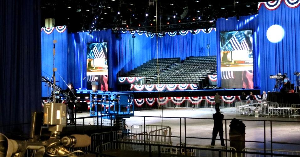 6.nov.2012 - Palco para discurso do presidente Barack Obama, no McCormick Place, em Chicago, Illinois, está pronto. O Estado onde Obama começou sua carreira política apresenta boa vantagem em relação ao candidato republicano Mitt Romney