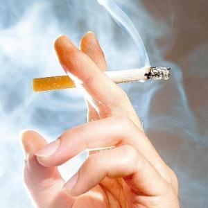 Os fumantes ganham entre três e seis quilos nos primeiros seis meses após largar o cigarro