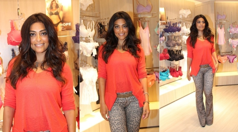 Juliana Paes prestigiou a inaugurao de uma loja de lingerie na zona oeste do Rio (6/11/12)