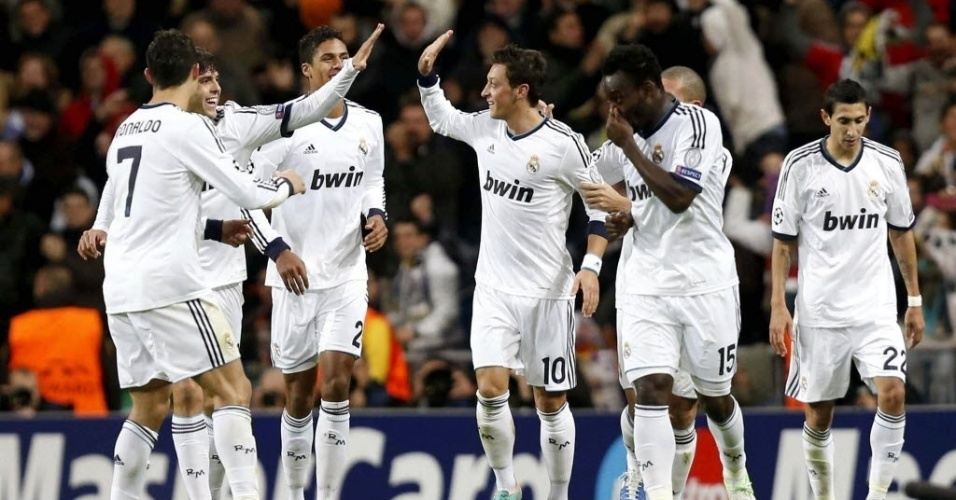 06.nov.2012 - Mezut Ozil comemora ao empatar o jogo para o Real Madrid contra o Borussia, em 2 a 2  pela Liga dos Campees