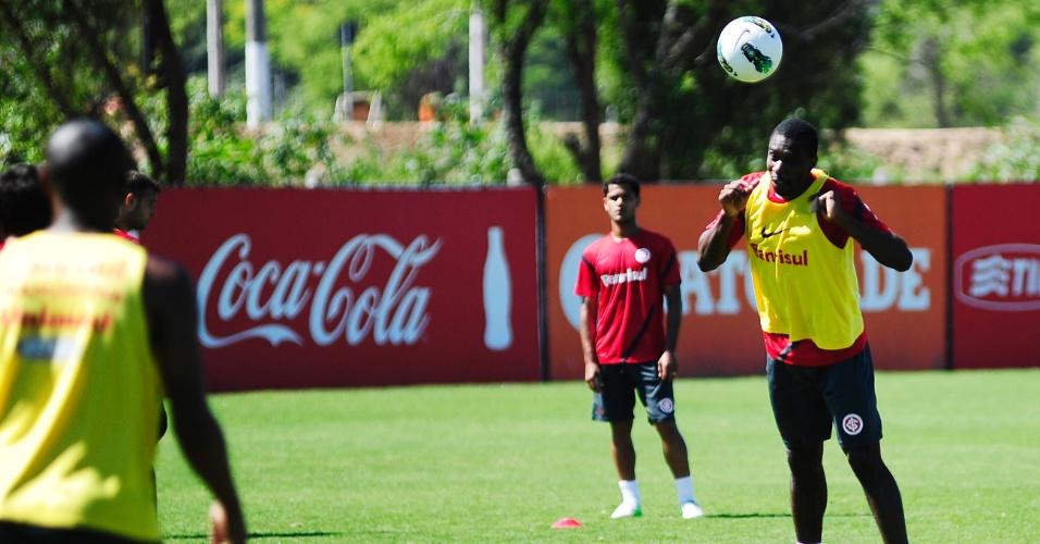 Zagueiro Juan durante treinamento do Inter no CT do Parque Gigante (06/11/2012)