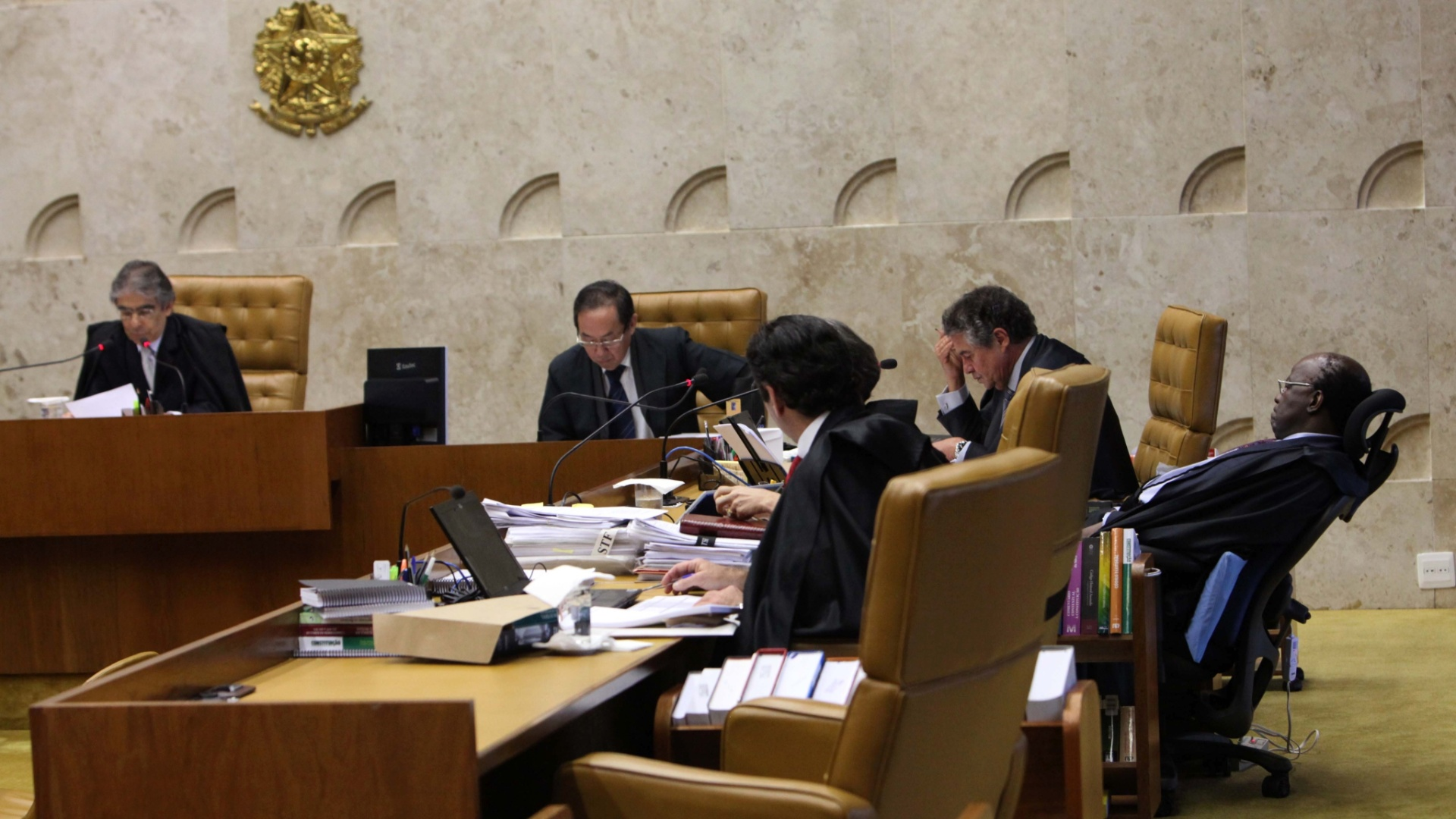 7.nov.2012 - Depois de quase duas semanas  de intervalo, ministros do STF acompanham a retomada do julgamento do mensalo, com a concluso da votao das penas a serem aplicadas a Ramon Hollerbach, ex-scio do publicitrio Marcos Valrio