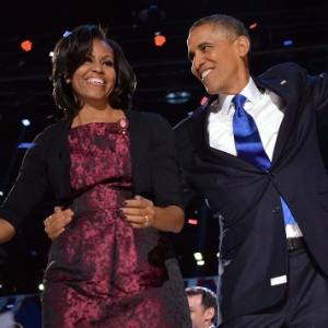 Obama celebra a vitória nas eleições ao lado da mulher, Michelle, em novembro passado