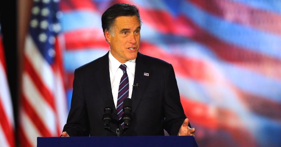 7.nov.2012 - O candidato republicano Mitt Romney encerra seu evento da noite de eleição em Boston, Masschusetts, com um discurso desejando que a população seja posta à frente da política e boa sorte à liderança de Barack Obama