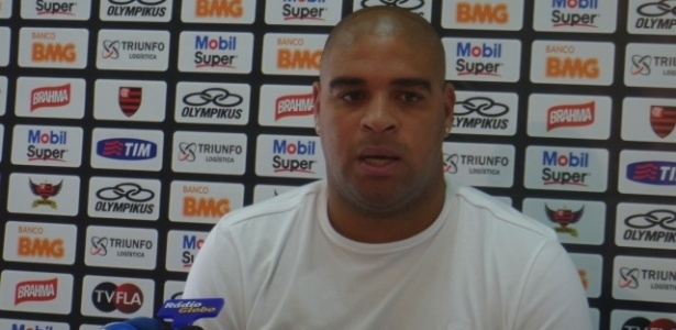 Adriano faz pronunciamento para explicar sada do Flamengo aps srie de polmicas
