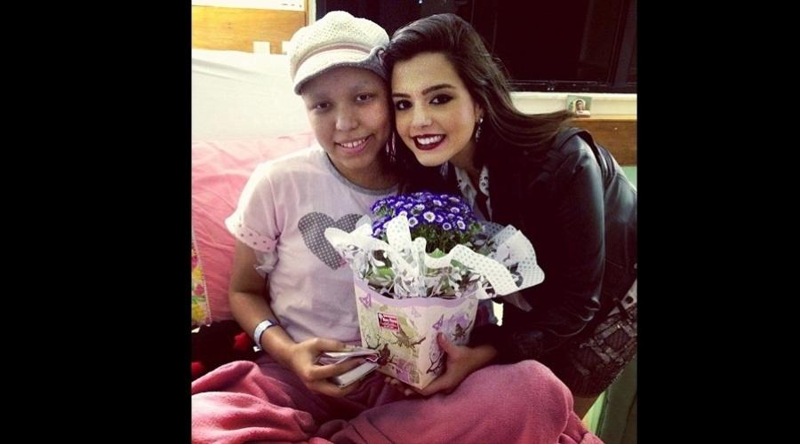 Giovanna Lancellotti visitou uma fã enferma (7/11/12)