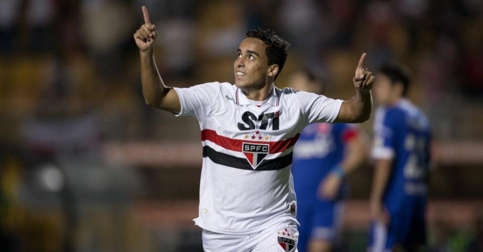 Jadson, meia do São Paulo, comemora o primeiro gol da equipe na partida contra a La U, no Pacaembu
