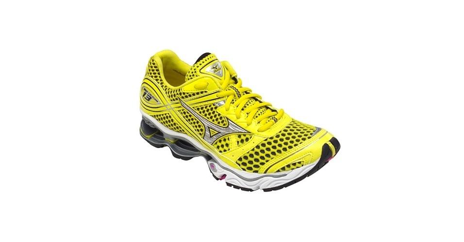 Tênis amarelo com fundo preto; R$ 599,99, na Mizuno, na Netshoes (www.netshoes.com.br). Preço pesquisado em novembro de 2012 e sujeito a alterações