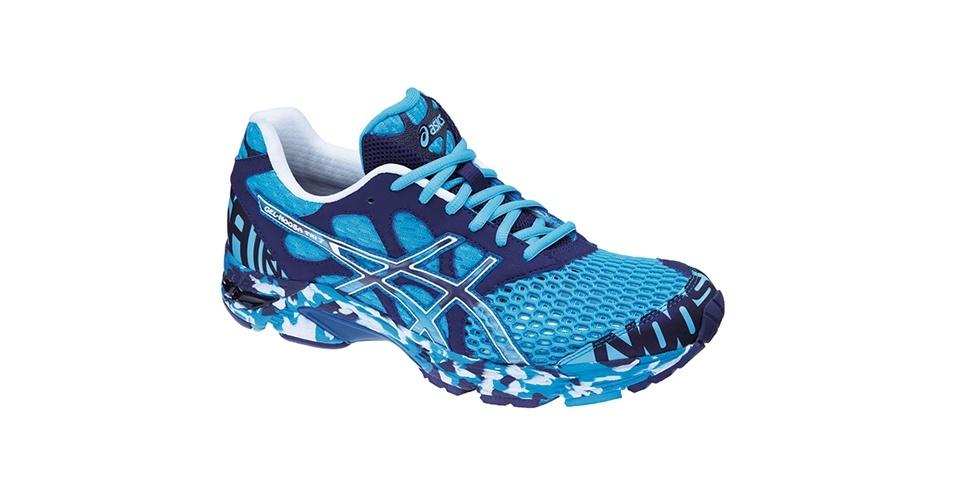 Tênis azul claro e azul escuro estampado; R$ 399,90, na Asics (www.asics.com.br). Preço pesquisado em novembro de 2012 e sujeito a alterações