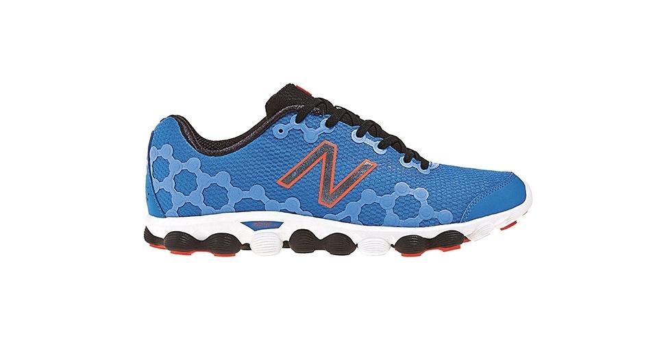 Tênis azul estampado; R$ 399, na New Balance (www.newbalance.com.br). Preço pesquisado em novembro de 2012 e sujeito a alterações