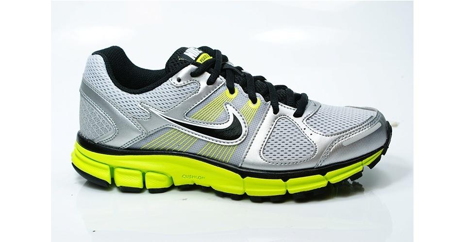 Tênis cinza, prata e amarelo; R$ 199,90, da Nike, na Authentic Feet (www.authenticfeet.com.br). Preço pesquisado em novembro de 2012 e sujeito a alterações