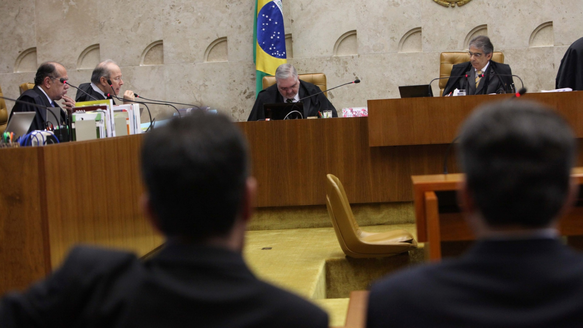 8.nov.2012 - Advogados e pblico acompanham sesso de julgamento do mensalo no Supremo Tribunal Federal que define penas para os rus do ncleo publicitrio