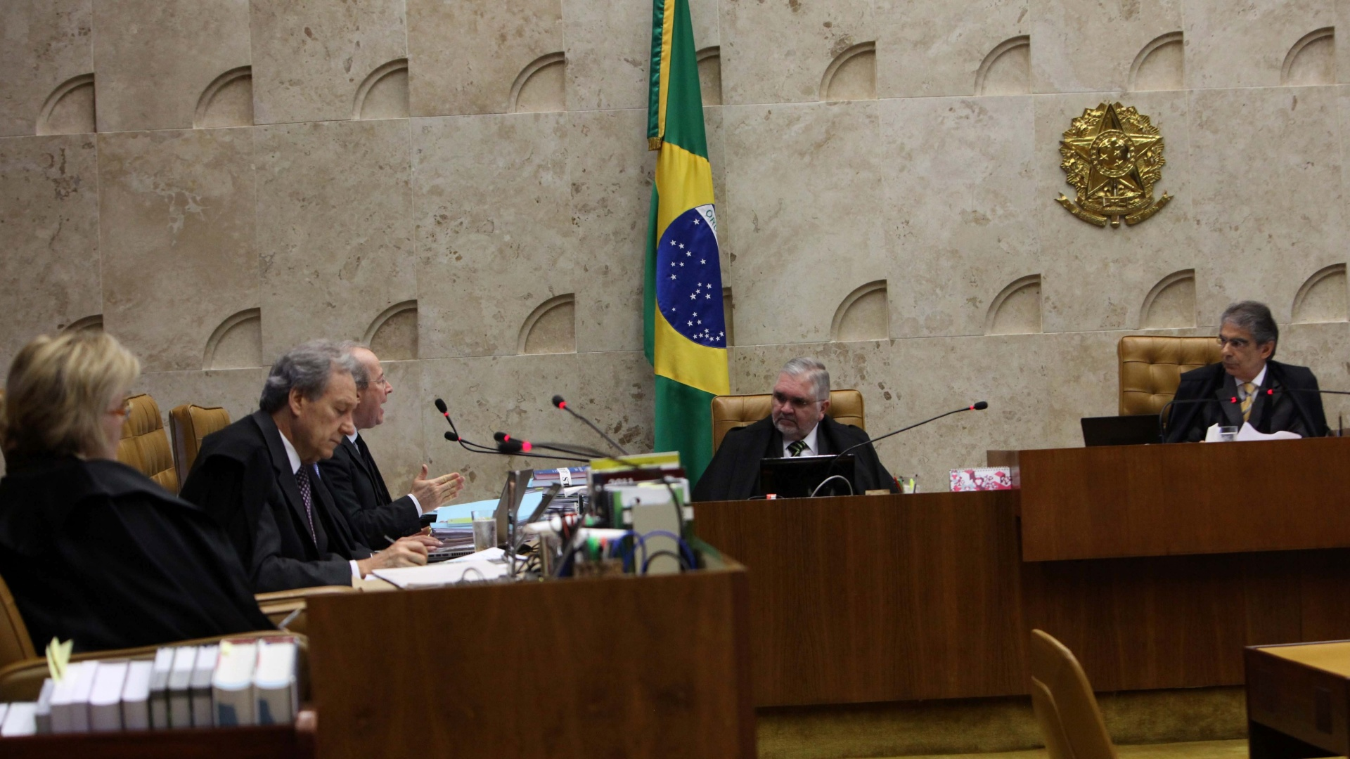 8.nov.2012 - Os ministros do STF (Supremo Tribunal Federal) condenaram Ramon Hollerbach, ex-scio do publicitrio Marcos Valrio, na sesso desta quinta-feira (8) do julgamento do mensalo, por evaso de divisas, corrupo ativa, peculato, lavagem de dinheiro e formao de quadrilha