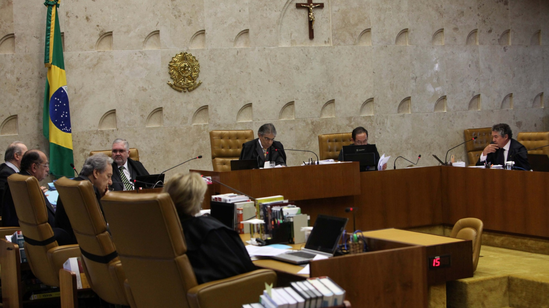 8.nov.2012 - Os ministros do STF (Supremo Tribunal Federal) condenaram o publicitrio Cristiano Paz,  ex-scio de Marcos Valrio, a 25 anos, onze meses e 20 dias de priso pelos crimes de formao de quadrilha, corrupo ativa, peculato e lavagem de dinheiro na sesso desta quinta-feira (8). Alm disso, o condenado ter de pagar uma multa de aproximadamente R$ 2,6 milhes