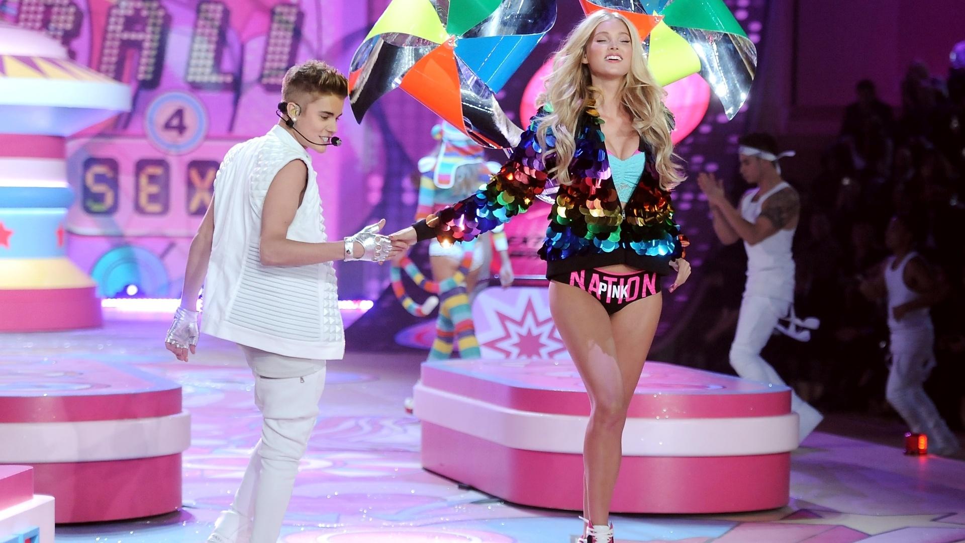 Justin Bieber se apresenta durante o evento Victoria's Secret Fashion Show em Nova York, nos Estados Unidos. O desfile especial será transmitido no dia 4 de dezembro na CBS (7/11/12)