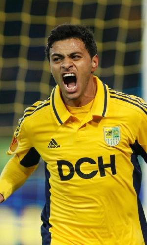 Meia brasileiro Cleiton Xavier comemora gol marcado na partida entre Metalist, da Ucrãnia, e Rosenborg