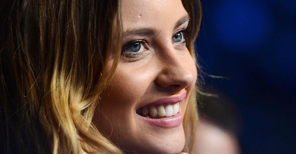 08.nov.2012 - Modelo Ester Satorova, namorada de Tomas Berdych, vê o tcheco atuar no ATP Finals