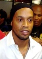 Fora de campo: Em novela judicial, Fla e Ronaldinho esperam perícia