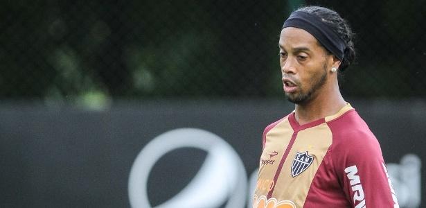 Ronaldinho treina no Atlético-MG, após participar de audiência trabalhista no Rio