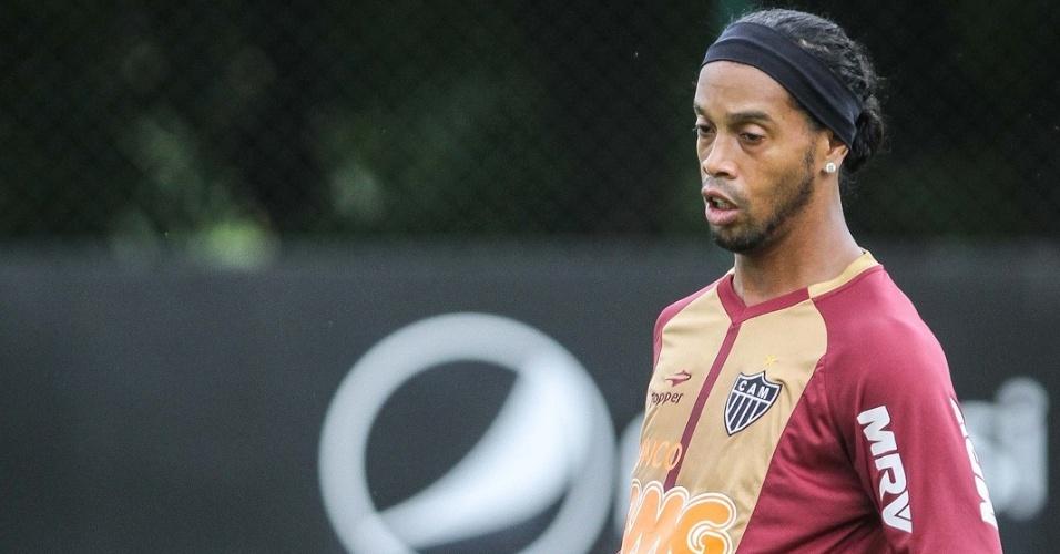 Ronaldinho Gaúcho treina na Cidade do Galo, em Vespasiano, depois de participar de audiência na Justiça do Trabalho, no Rio (8/11/2012)