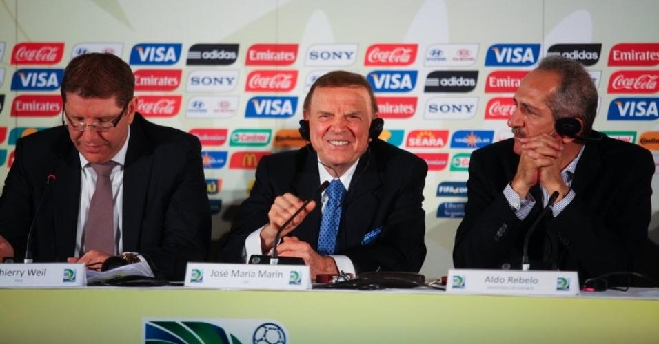 Thierry Well, representante da FIFA, presidente da CBF José Maria Marin, e ministro Aldo Rebelo participam da coletiva que anunciou as seis sedes da Copa das Confederações