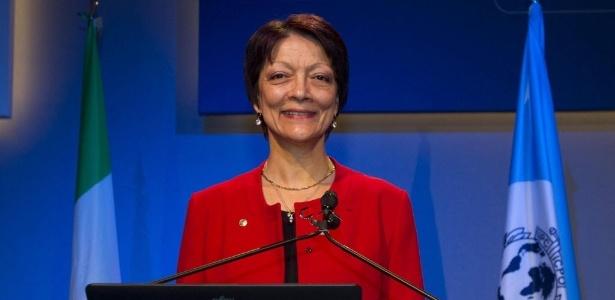 A nova presidente da Interpol, Mireille Ballestrazzi, discursa em assembleia da organização em Roma