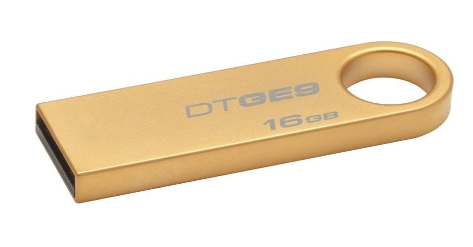 9.nov.2012 - Com estrutura revestida de ouro, a Kingston oferece o pendrive DT GE9 por R$ 66 (16 GB) e R$ 42,00 (8 GB). A fabricante afirma que o revestimento torna o gadget mais resistente a quedas e mudança de temperatura