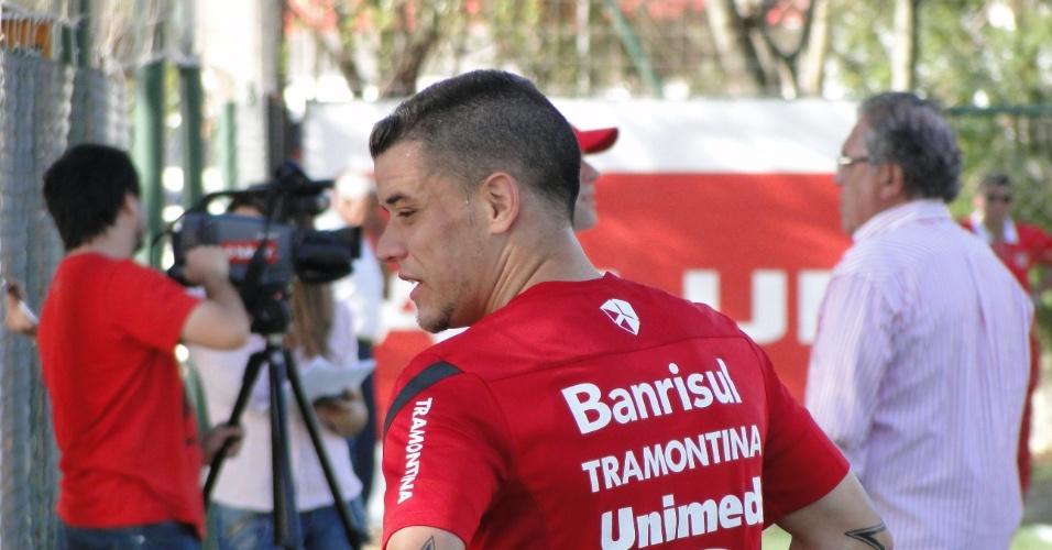 Meia D'Alessandro após treinamento coletivo do Internacional (08/11/12)