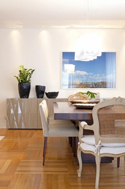 Sala De Jantar Usada Campinas ~ Amplo apartamento em Campinas combina base branca com tons de marrom e