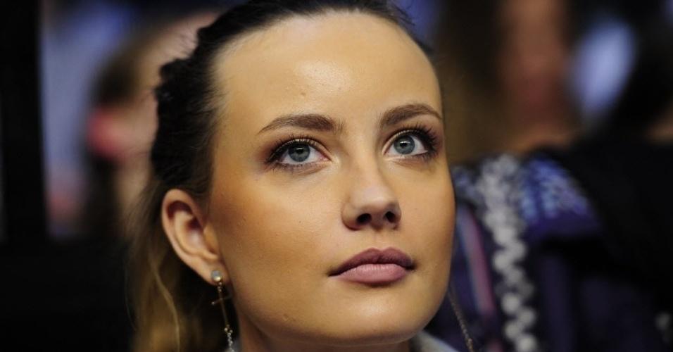 Namorada de Tomas Berdych, Ester Satorova assiste ao duelo contra Novak Djokovic pelas Finais da ATP (09/11/2012)