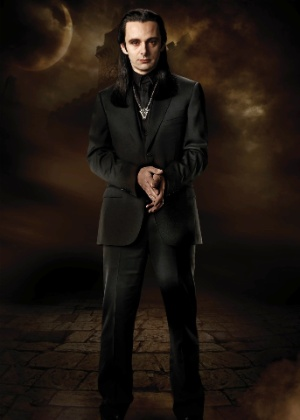 O ator Michael Sheen na pele do vampiro-vilão Aro, da série de filmes Crepúsculo