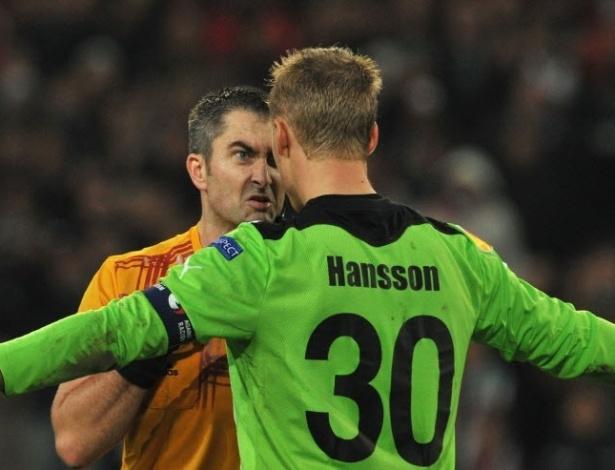 O goleiro dol Helsingborg, Paer Hansson, irritou bastante o árbitro Fredy Fautrel em partida contra o Hannover pela Liga Europa. Pela cara feia do juiz fica fácil pressentir que Hansson deixou o campo com o cartão vermelho após o bate-boca