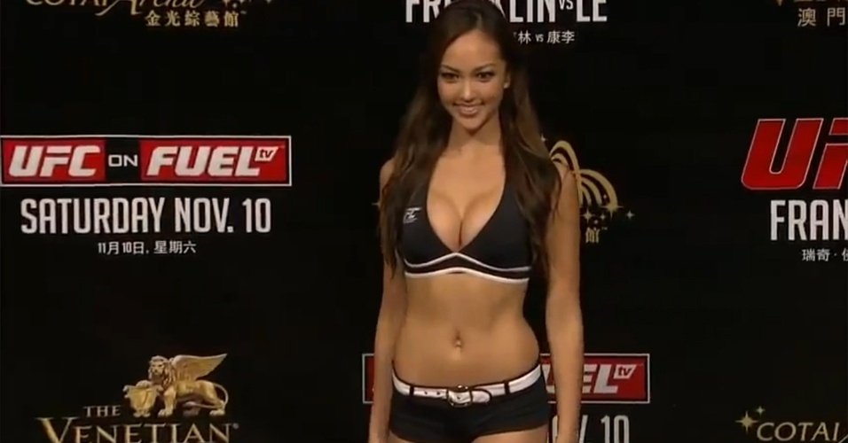 Ring girl Jessica Cambensy posa durante a pesagem do UFC China (09/11/2012)