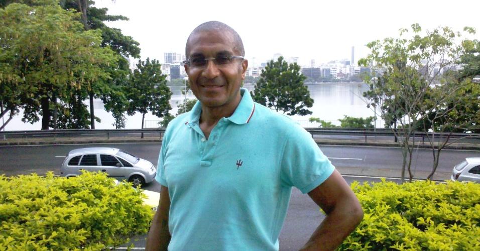 Técnico Cristóvão Borges posa para a reportagem do UOL Esporte em sua residência no Rio de Janeiro (09/11/2012)