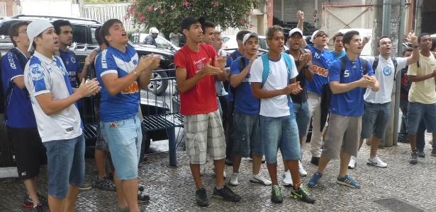 Torcedores se reuniram em frente à sede administrativa do Cruzeiro nesta sexta-feira