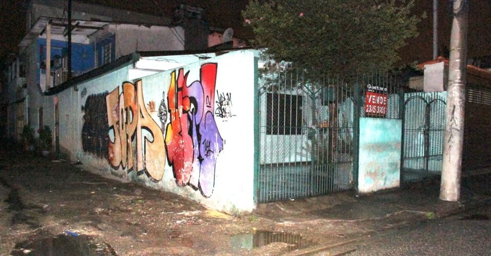 10.nov.2012 - Imagem mostra esquina de rua São José de Serzedelo, no bairro do Jaçanã, em São Paulo (SP), onde um homem foi morto com seis tiros