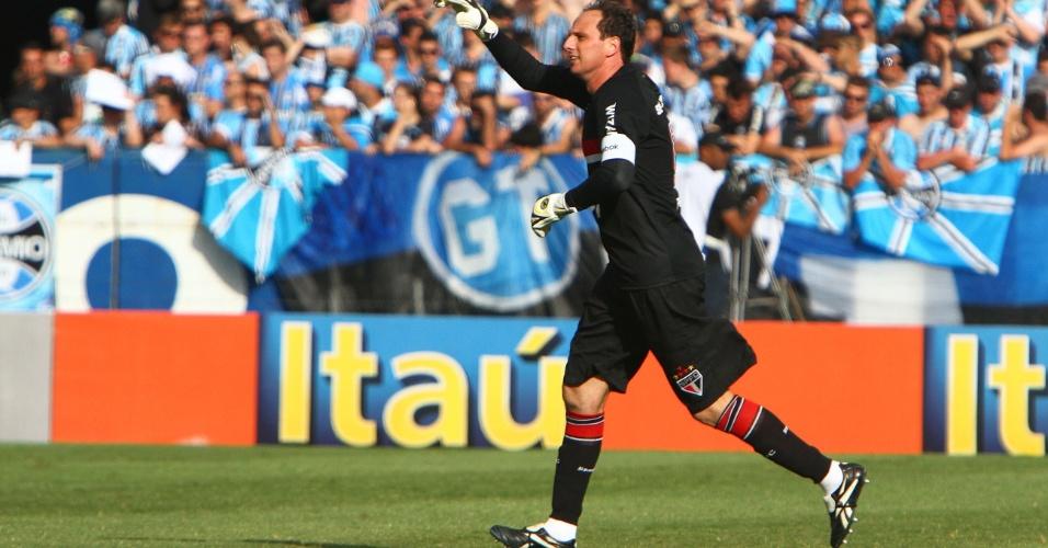 Rogério Ceni celebra gol do São Paulo feito de pênalti