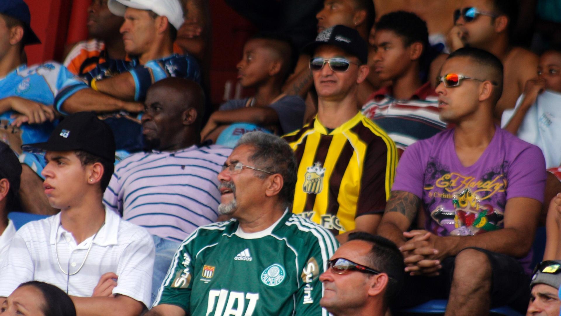 Torcida compareceu em bom número para acompanhar a final da série B da Copa Kaiser no estádio Nicolau Alayon