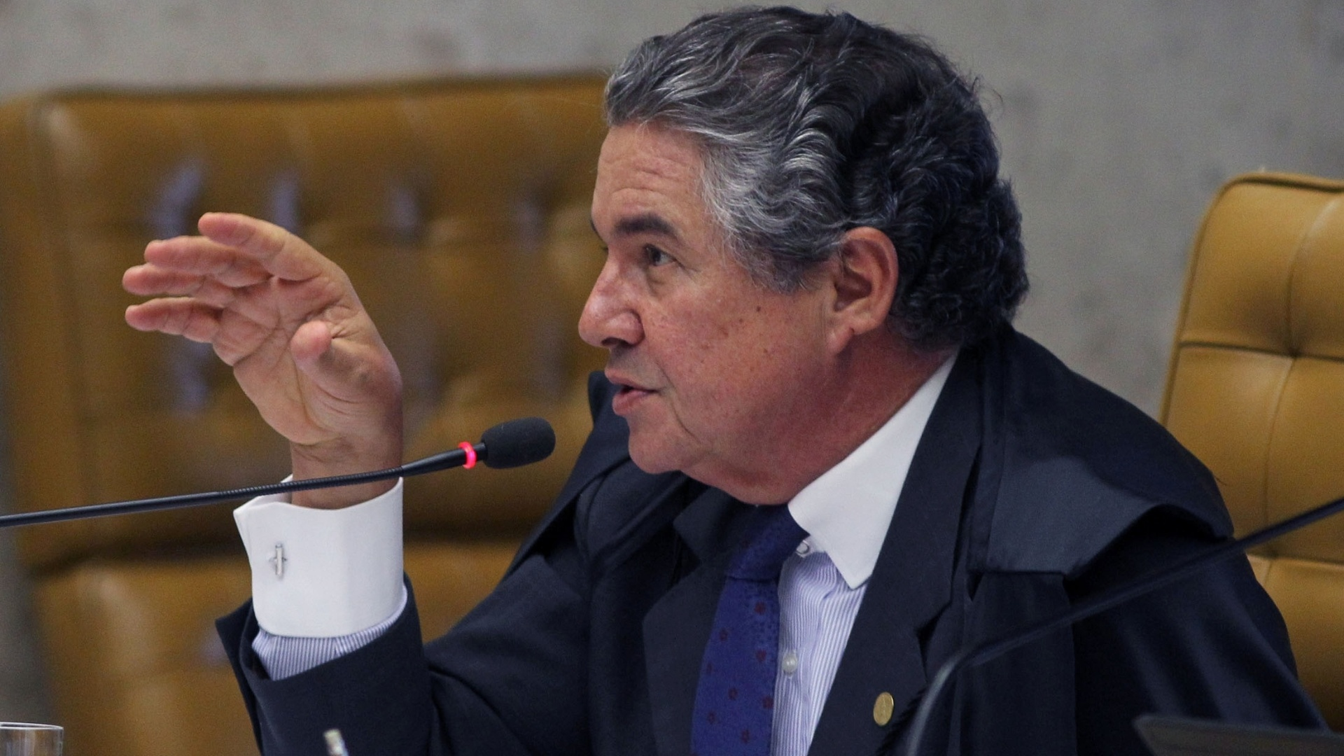 12.nov.2012 - O ministro do STF Marco Aurlio vota em sesso de julgamento do mensalo no Supremo Tribunal Federal. 
