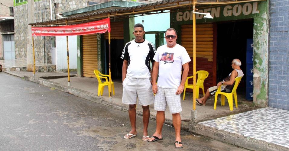 Arnaldo e Alexandro, dois amigos de Emerson Sheik desde os tempos em que ele vivia em Nova Iguaçu