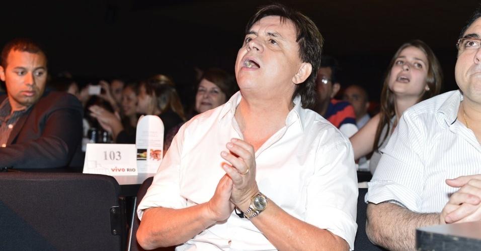 Chitãozinho assiste ao show da sobrinha Sandy do álbum