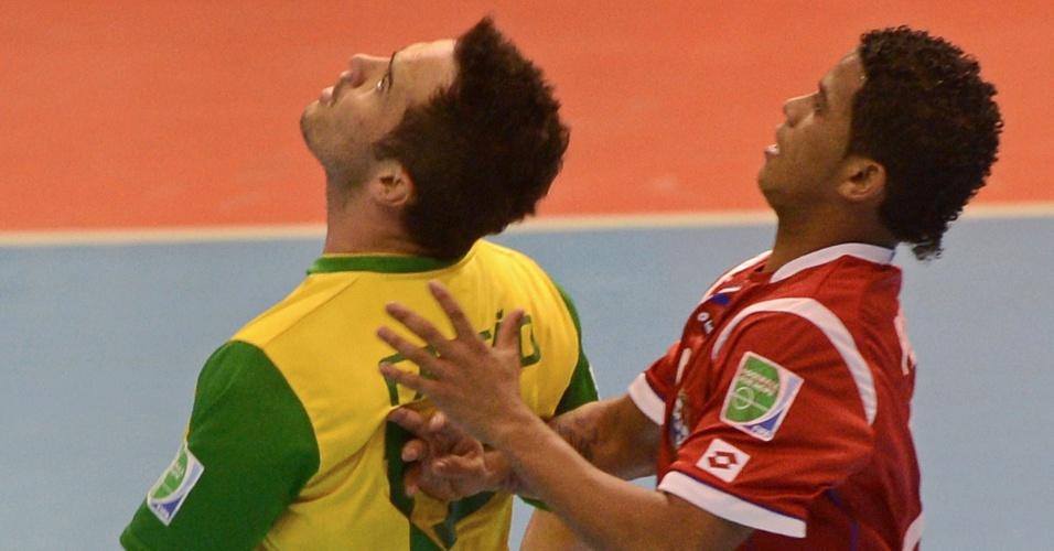 Falcão faz embaixadinhas com a cabeça e irrita adversários na goleada do Brasil sobre o Panamá (12/11/12)
