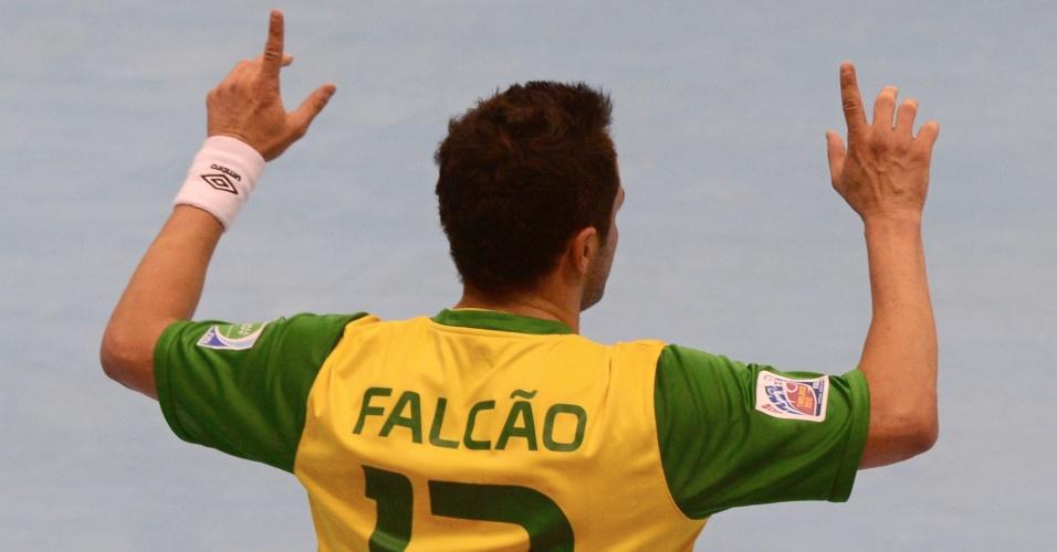 Falcão vibra ao marcar para o Brasil na goleada sobre o Panamá por 16 a 0 (12/11/12)