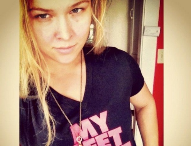 Ronda Rousey mostra camiseta com frase engraçadinha