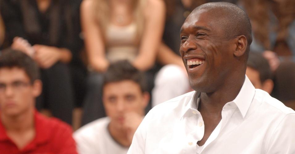 Seedorf sorri durante participação no programa Altas Horas