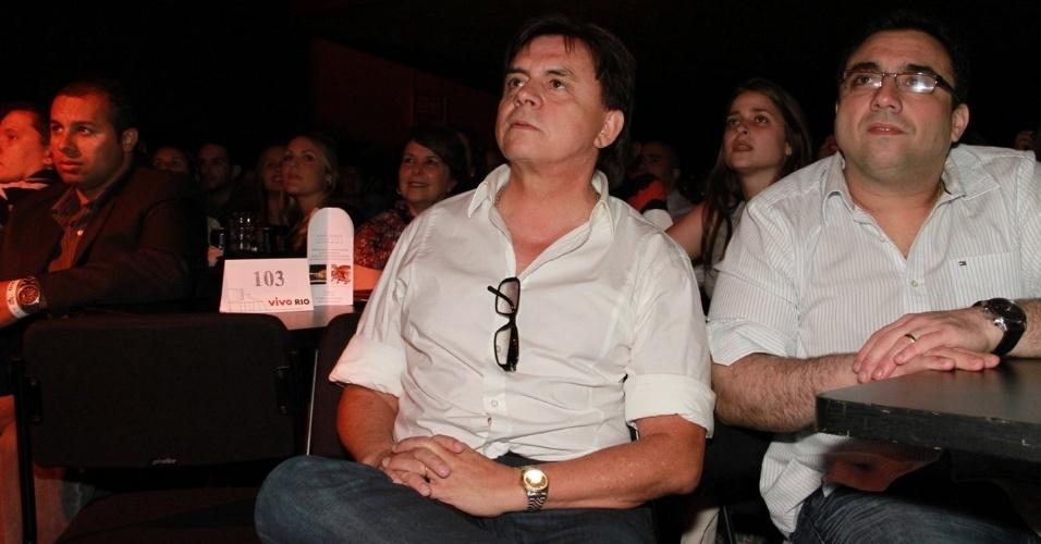 Xororó assiste o show da filha Sandy em apresentação que encerra turnê do álbum