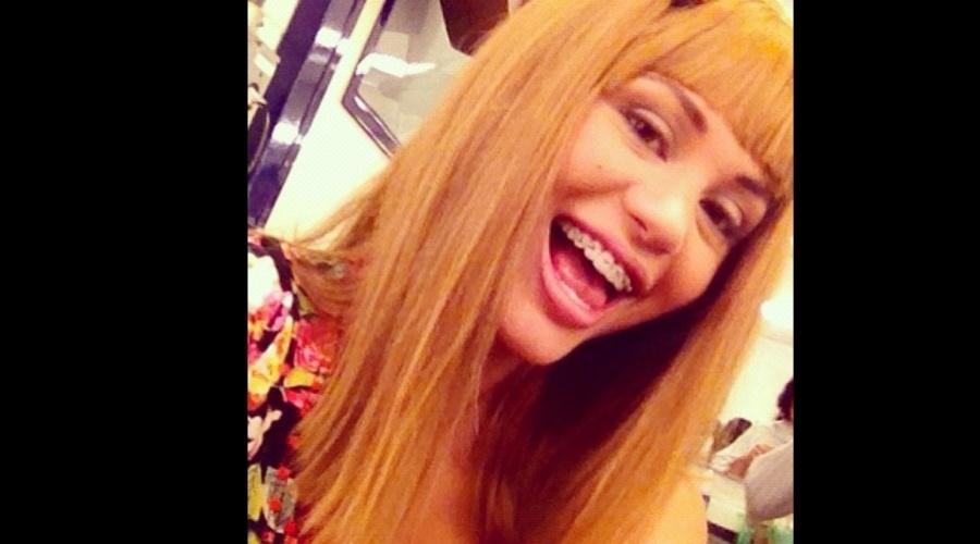 A atriz Maria Melilo divulgou uma imagem onde aparece usando peruca loira e aparelho dentário (13/11/12). A transformação faz parte da nova temporada do